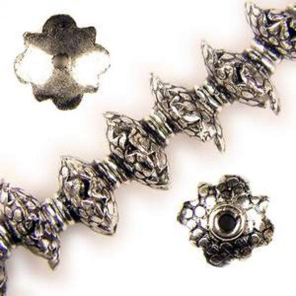 8x4mm Runda Kupade Antik Silverfärgade Metallpärlor